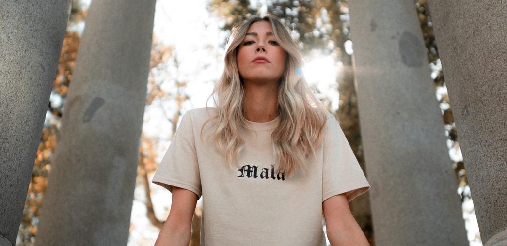 Paloma Rollán presenta sus nuevas camisetas de MALA