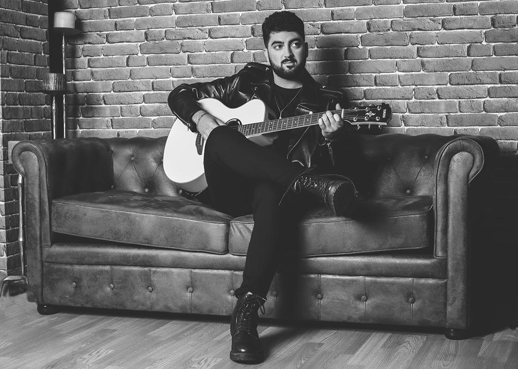 Tras su paso por el talent televisivo La Voz, Gonzalo Alhambra presenta Ojalá, su nuevo single de mano de la discográfica Concert Music